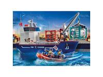 Großes Containerschiff mit Zollboot